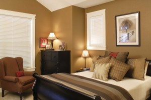 beautiful-bedroom-design-with-painting-and-lights